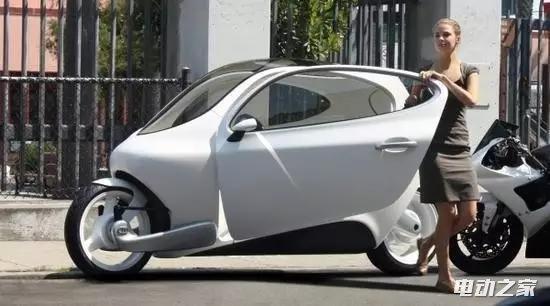 黑科技:推都推不倒的电动摩托车 女司机专用