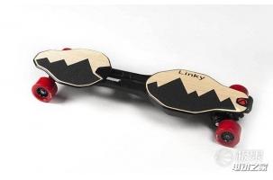 能放进背包的电动滑板 300斤胖子也能轻松玩