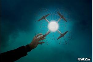 星光假日:英特尔300架无人机升空进行灯光表演