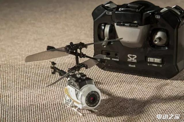 世界上最小巧的微型航拍无人机Sliverlit 直升机造型USB充电