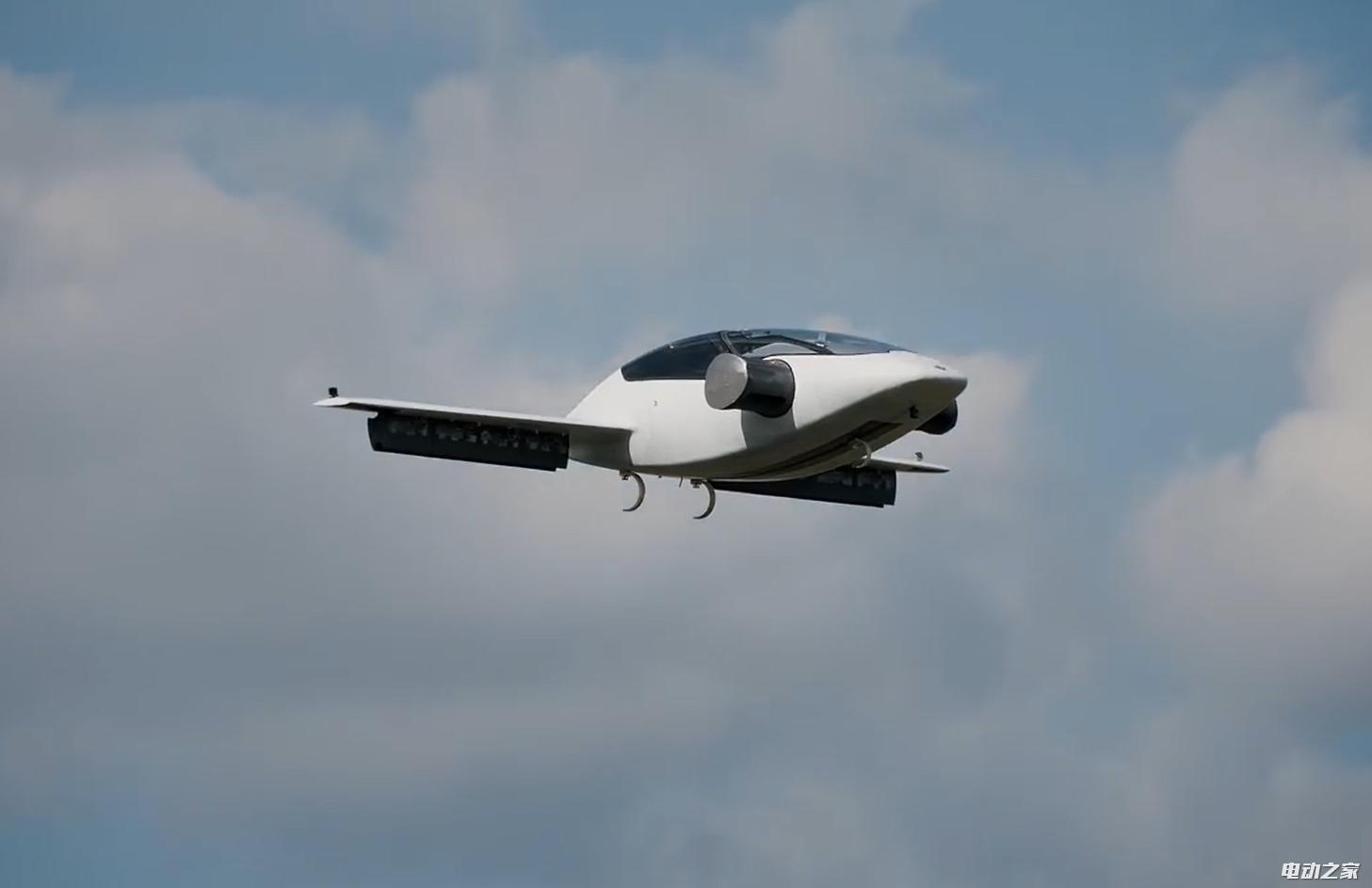 世界上第一台全电动垂直起降飞机试飞成功